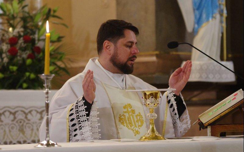 Sveicam mūsu draudzes prāvestu priesteri Bernardu Vagali dzimšanas dienā!